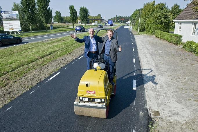 Wereldprimeur: fietspad van gebruikt toiletpapier bij Leeuwarden