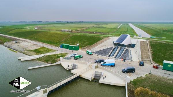 Eindresultaat-gemaal-vijfhuizen-de-heining-Marrum-in-betonbouw-beton-zeedijk