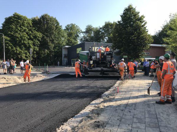 Starthandeling_De_Kaden_Drachten_asfalteren_asfalt