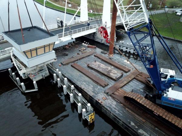 Drone_foto_Brugwachtershuisje_Hooidamsbrug_hooidammen_oudega_