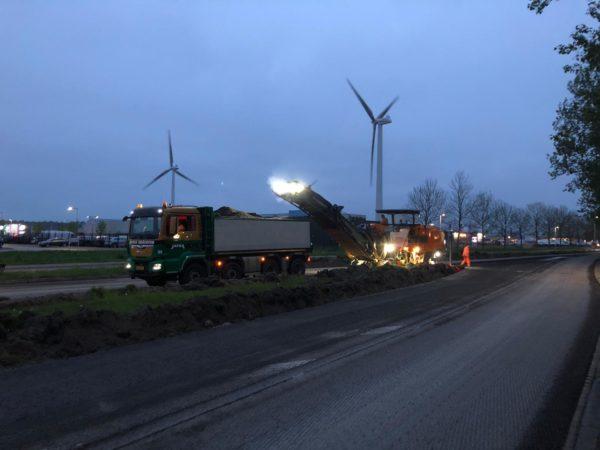 Planetenlaan_Leeuwarden_in_de_avond_asfaltfrezen