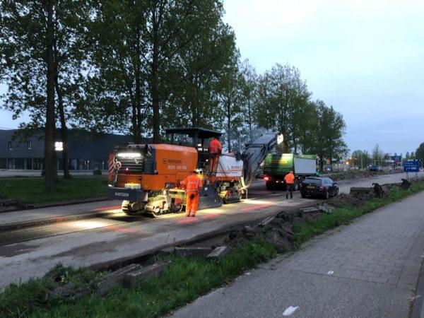 Planetenlaan_nachtwerk_in_Leeuwaraden_asfalt_frezen