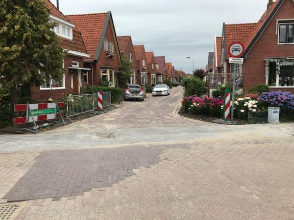 Straatwerk-afgerond-in-grou-in-het-oude-dorp