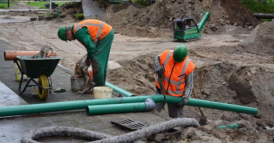 Vakman-grond-weg-waterbouw-riolering-buizen-groen-jansma-drachten