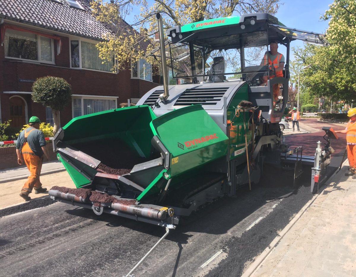 Asfaltspeidmachine-nieuw-groen-leeuwarden-tjerkhiddesstraat-asfalteren