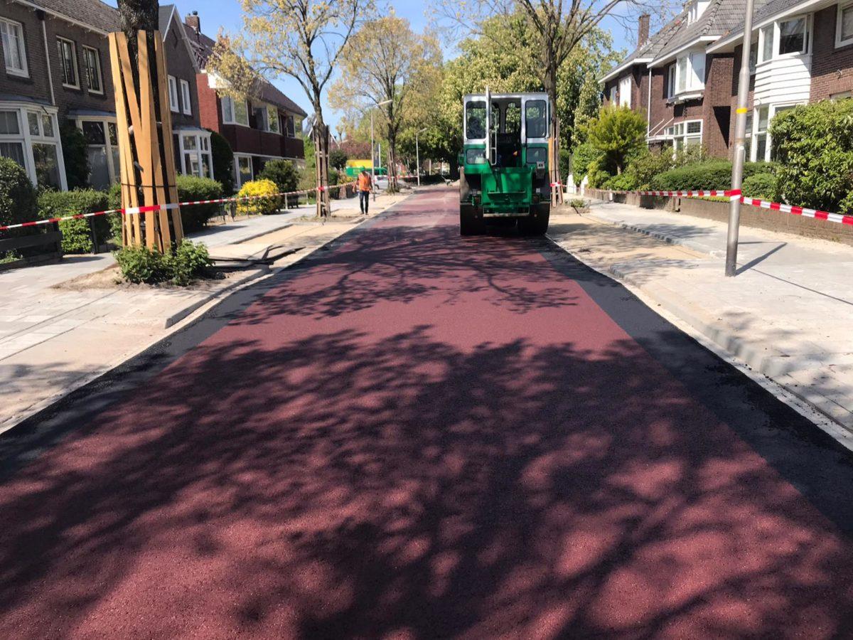 rood-zwart-asfalt-wals-walsen-leeuwarden-tjerkhiddesstraat