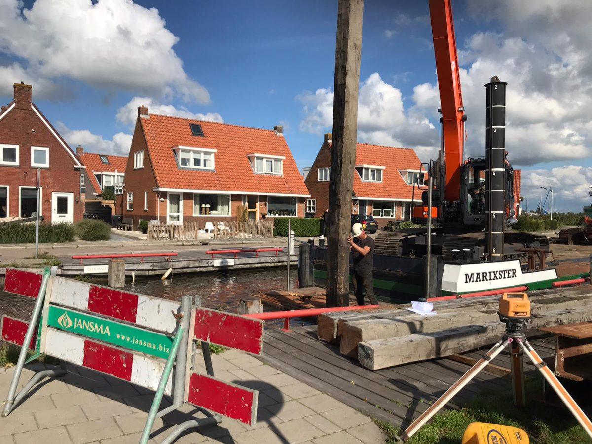 Bouw noodbrug te Grou Meersweg tbv rioleringswerkzaamheden riool september 2020