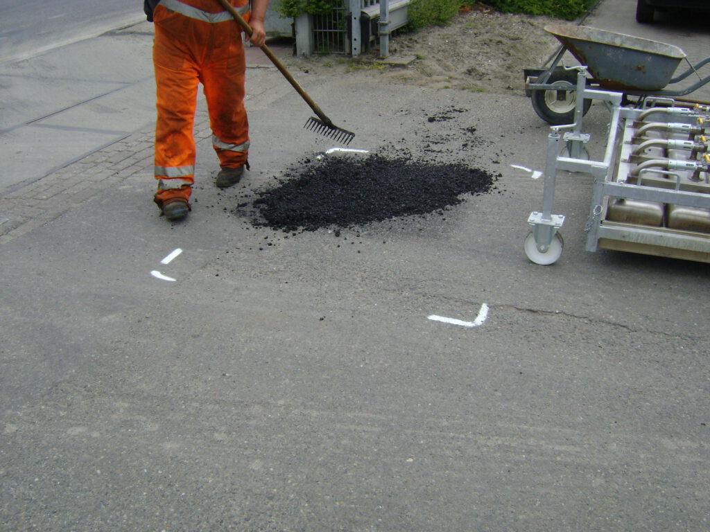 Asfaltonderhoud door middel van green repave in Friesland. Een scheur in asfalt lossen wij snel en vakkundig op.