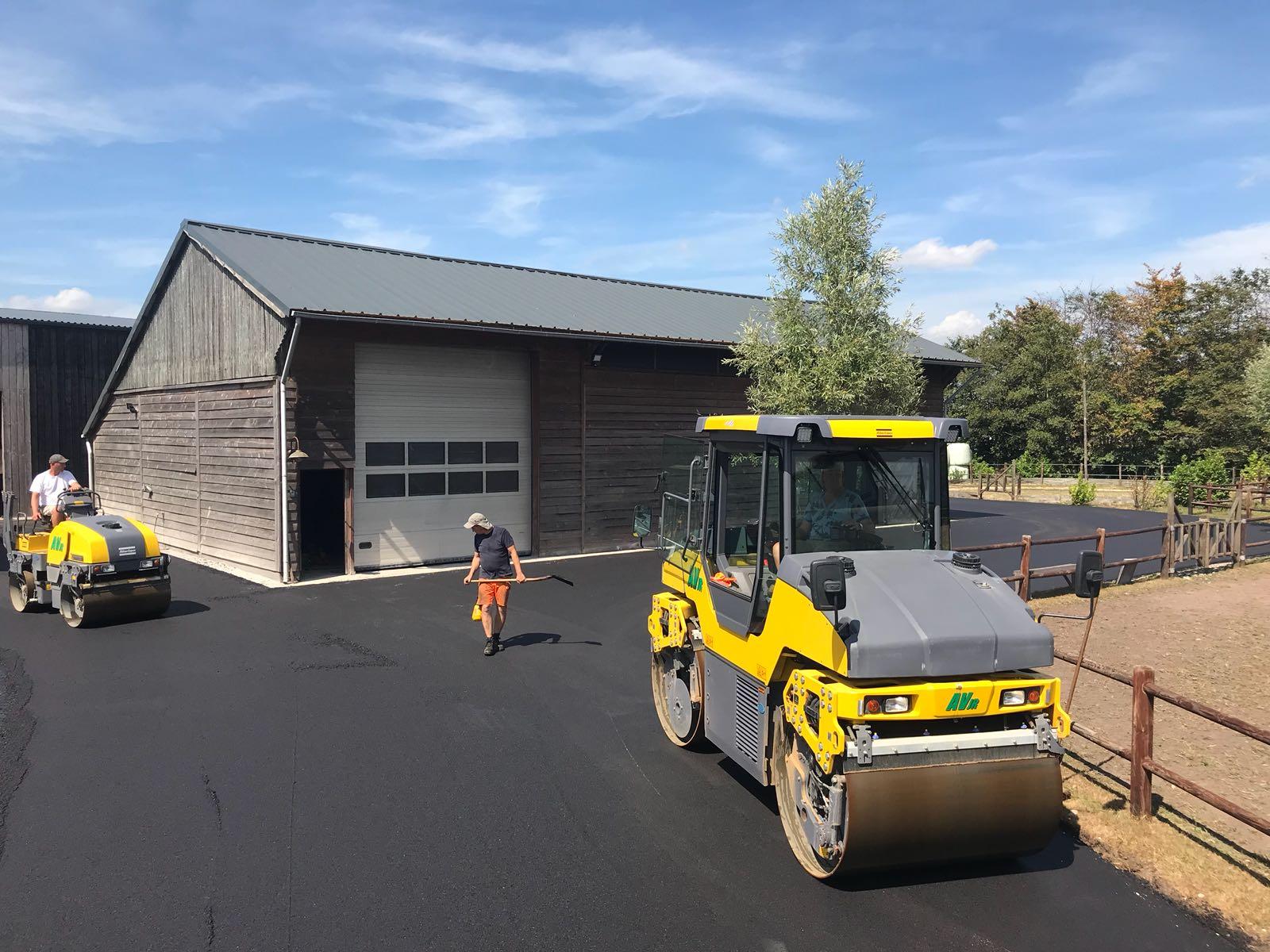 asfalt asfalteren erfverharding verharding friesland noord-nederland particulier, oprit, tuin zakelijk bedrijventerrein parkeerterrein